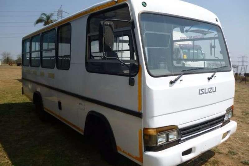 Buses Isuzu NPR 300 24 Seater Bus 2005