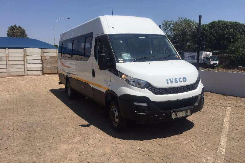 Buses Iveco 22 Seater Daily 50C15V16 Bonded Windows 0