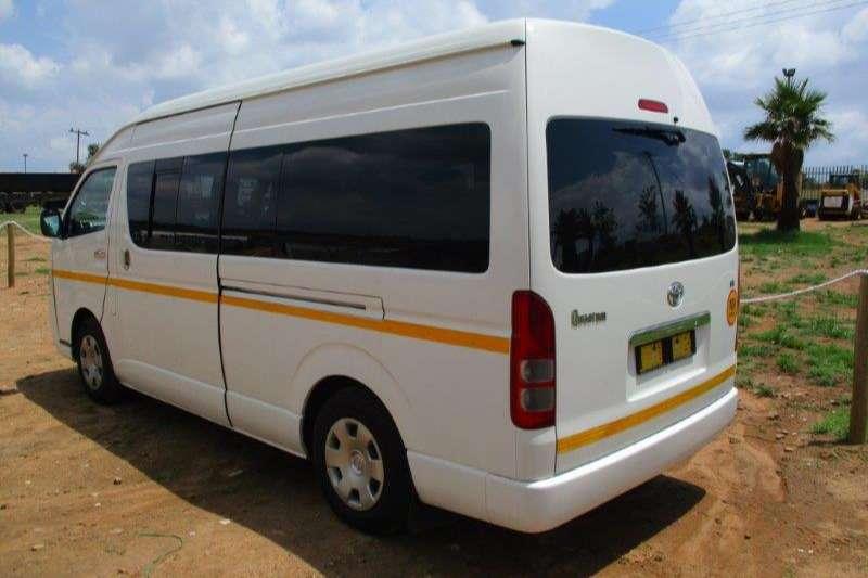 Toyota TOYOTA QUANTUM Buses