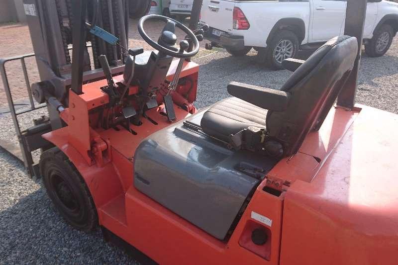 Dalian 2.5 Ton Fuel Forklift Forklift trailer