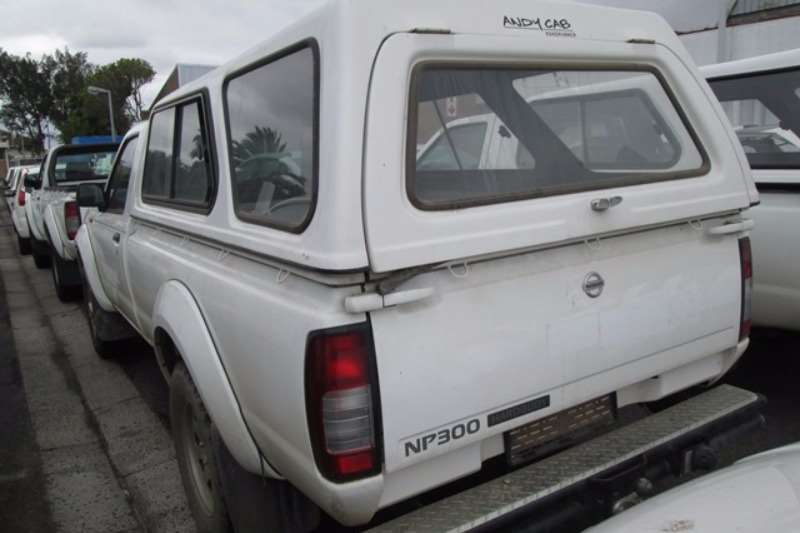 Nissan Nissan NP300 2.4 High Rider LWB Bakkie LDVs & panel vans