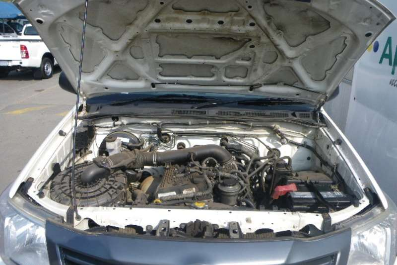 Toyota HILUX 2.0 VVTi PETROL LDVs & panel vans
