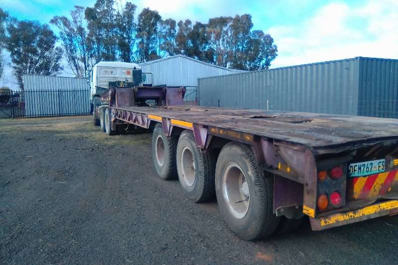 Henred 3 Axle folding goose neck Lowbeds