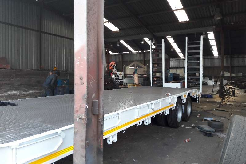 New Double / Tri Axle Lowbeds with Ramps Available Lowbeds
