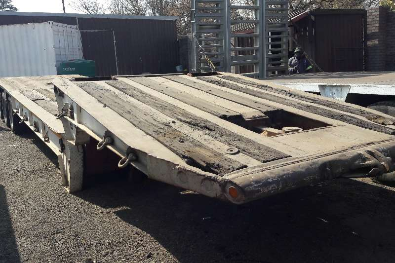 Used Fleetguard Gooseneck Tri Axle Available Lowbeds