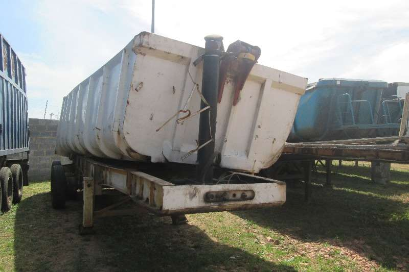 Burg End tipping 34cubic Tri-Axle Trailer Trailers