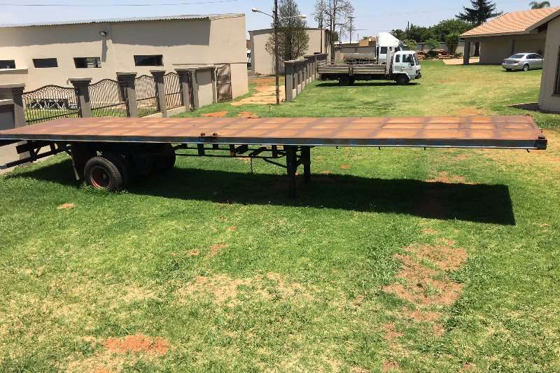 Trailers Hendred Flat Deck 12.2 M SINGLE AXEL FLAT DECK TRAILER 1970