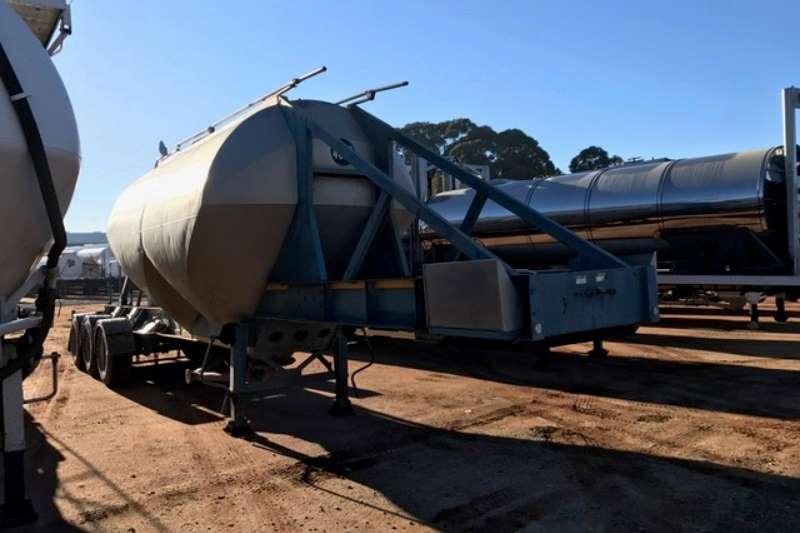 Henred Dry bulk tanker 25 and 30 cube Tri Axle Dry Bulk Tankers Trailers