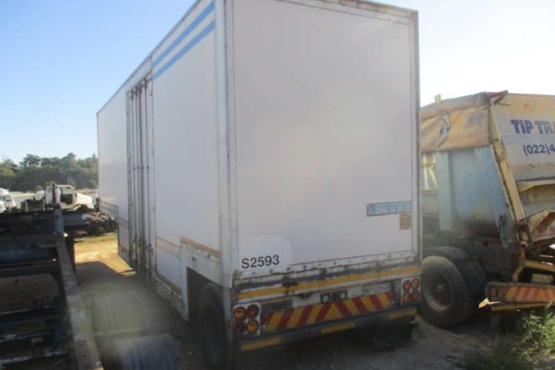 Trailers Henred SINGLE AXLE 1997