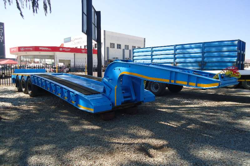 Kearneys Goose neck 45 ton lowbed with hydraulick detachable neck Trailers