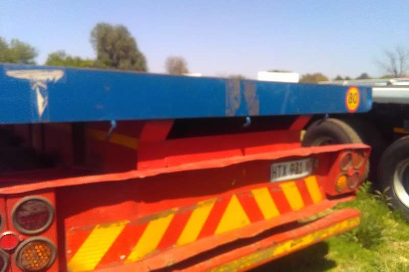 Motor Trail Superlink 2003 Mototrail superlink with container locks Trailers