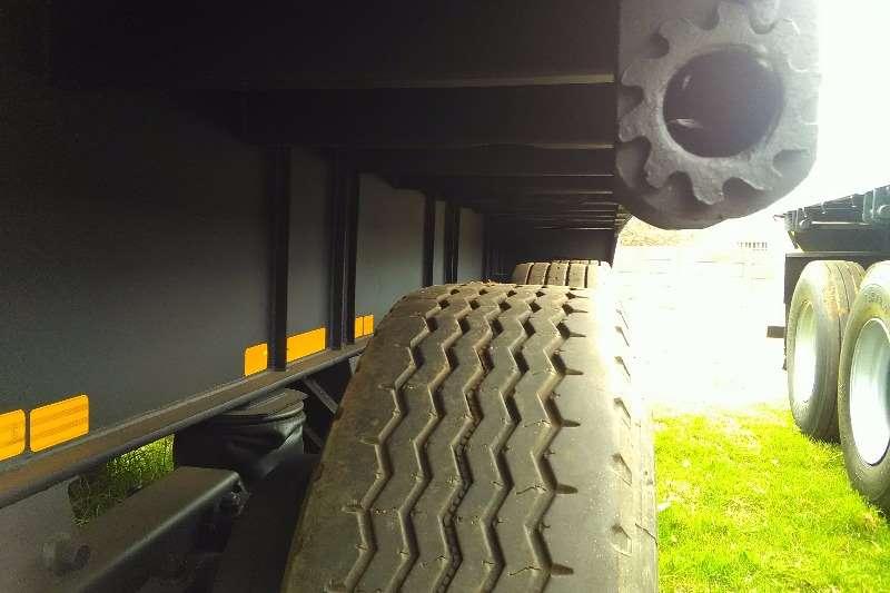 SATB Tri-Axle - TRI-AXLE FLAT DECK TRAILER - AIR SUSPENTION Trailers