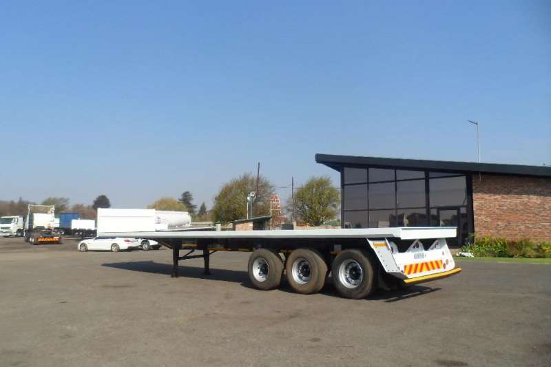 Trailers Satra TRI AXLE FLAT DECK TRAILER SUPER SINGLE TYRES 2007