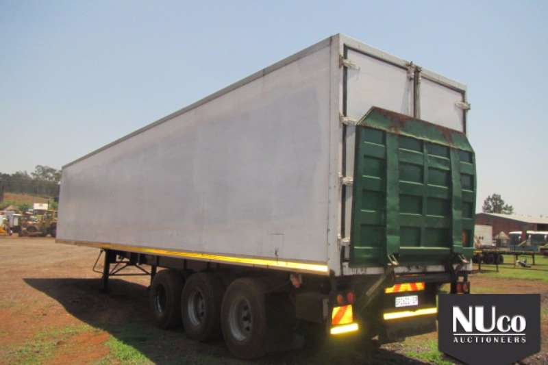 Serco Close body SERCO TRI AXLE VOLUME BODY WITH LOADING RAMP Trailers
