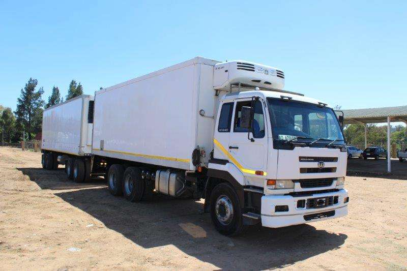 Tri-Axle TRAILER WITH 4 AXLE REFRIGERATED DRAW BAR REFRIG T Trailers