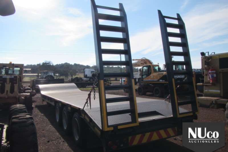 Trailers UBT UBT TRI AXLE SEMI STEPDECK LOWBED WITH RAMPS 2018