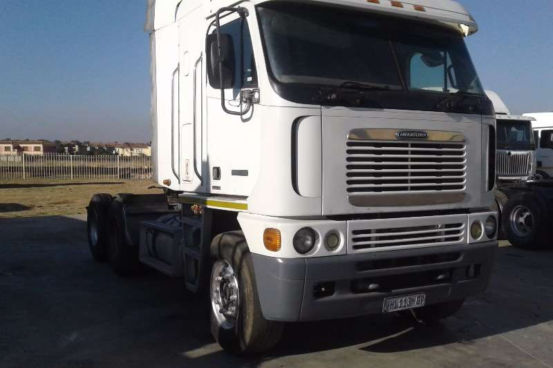 FREIGHT-LINER Contracts for side tipper available Truck