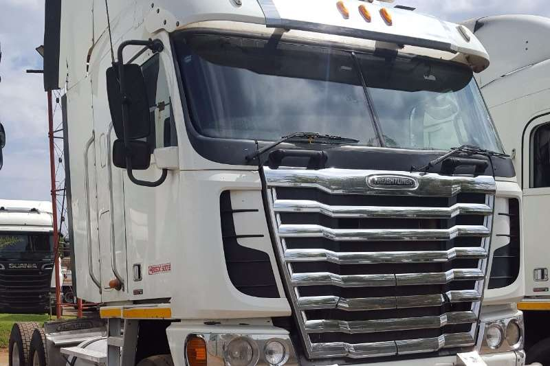 Truck Freightliner Chassis Cab FREIGHTLINER ISX500 2012