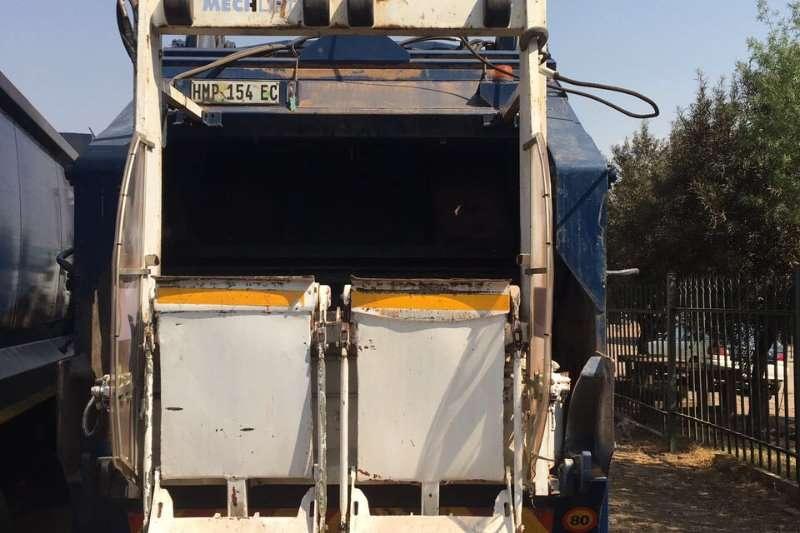 Fuso Compactor FV26-310 Truck