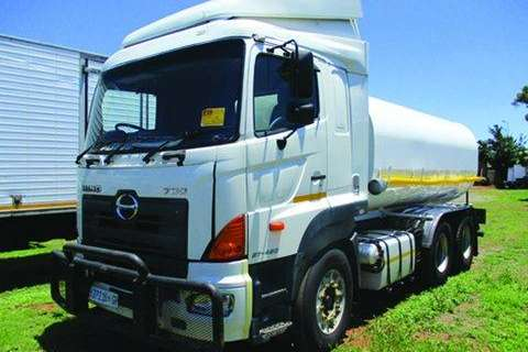 Hino 700 with 16 000 Lt drinking water tank- Truck