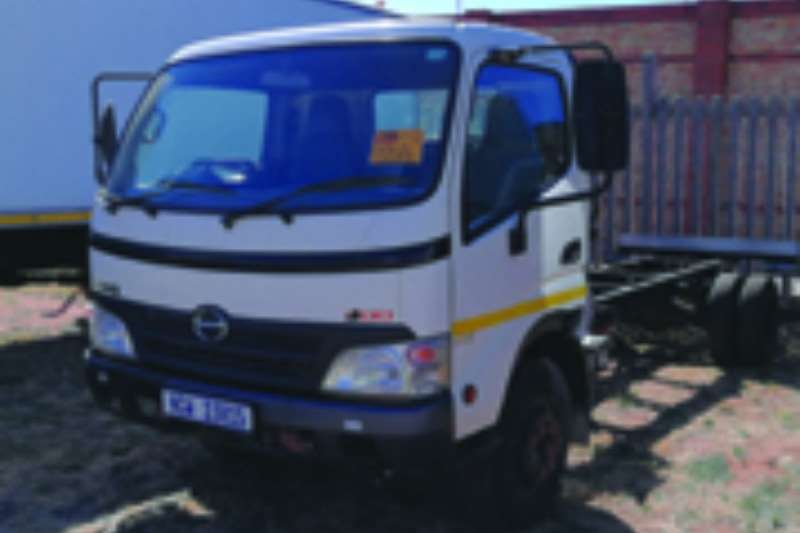 Truck Hino Chassis Cab 300-915 2011