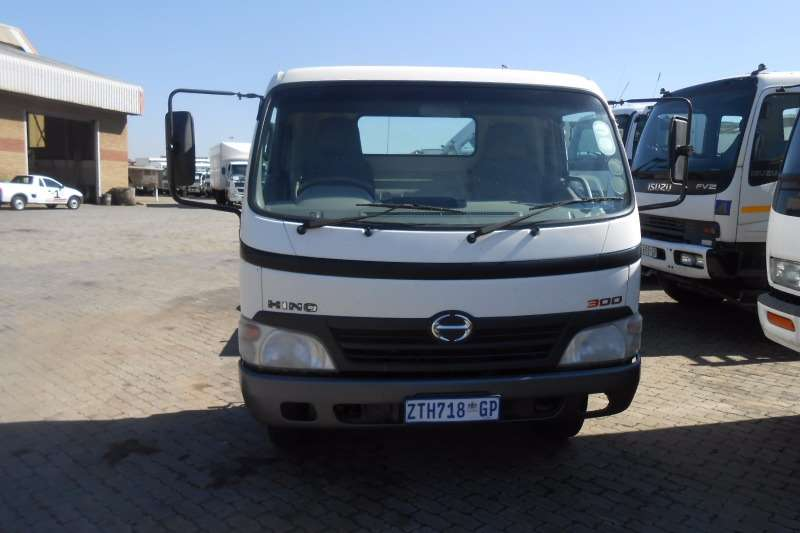 Hino Chassis cab HINO 300 815 CHASSIS CAB Truck