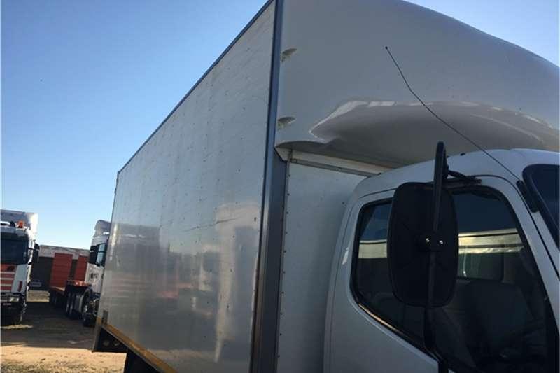 Hino Closed body 2010 Hino 300 915 Truck