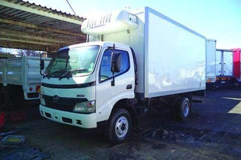 Hino Closed body 300-915, Fridge body- Truck