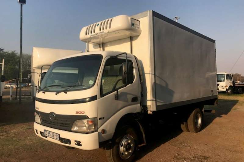 Hino Closed body HINO 300 915, Fridge body Truck