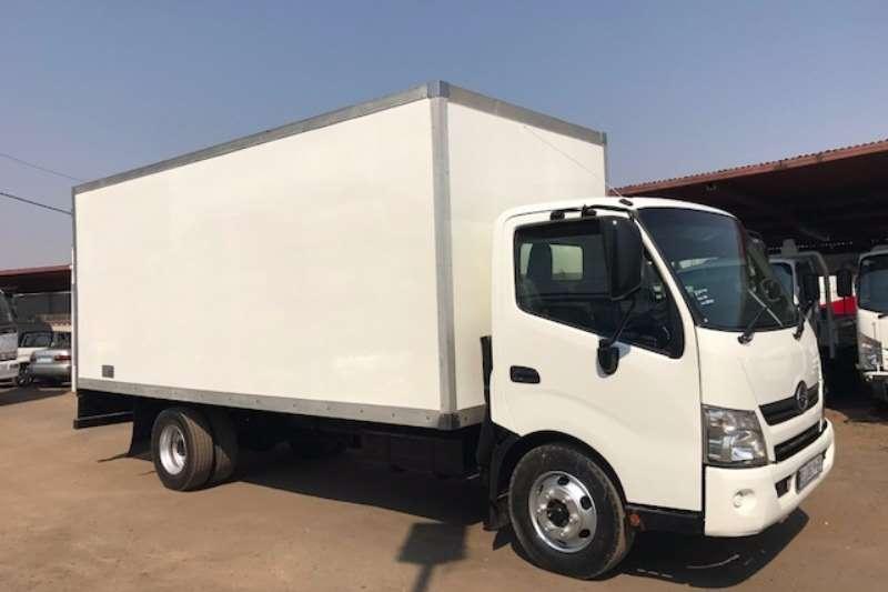 Hino Closed body HINO300 915 BOX BODY Truck