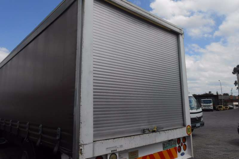 Hino Curtain side HINO 500 15-257 TAUTLINER Truck