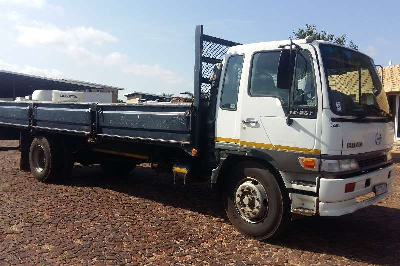 Hino Dropside 15-207 F/C D/S Truck