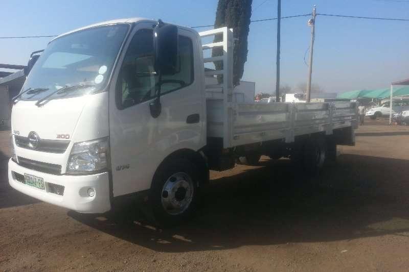 Hino Dropside HINO 300 814 dropside LWB Truck