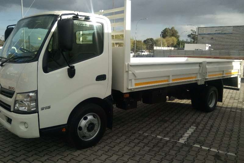 Hino Dropside Hino 915   drop side Truck