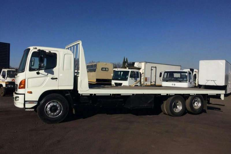 Hino Flat deck 17-257 FLAT DECK WITH TAG AXLE Truck