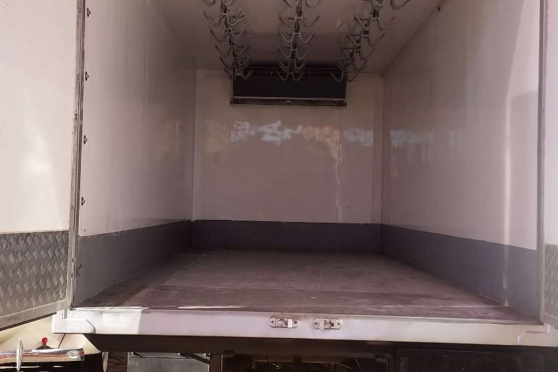 Hino Insulated fridge unit HINO 300 REFRIGERATED TRUCK WITH MEAT RAILS Truck