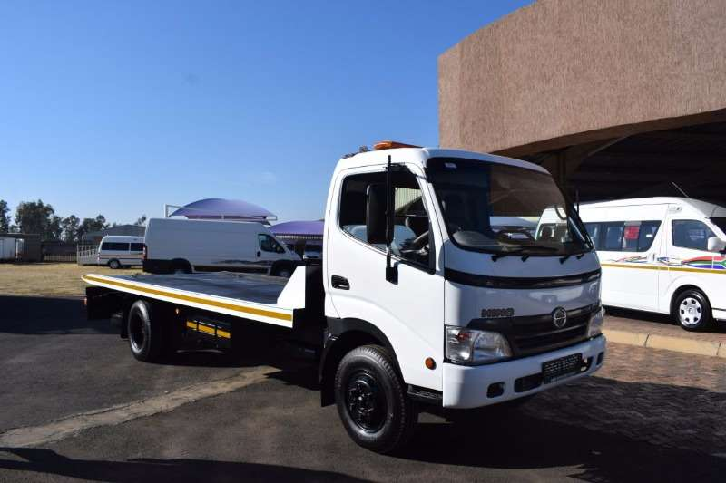 Hino Roll back 300 915 Truck
