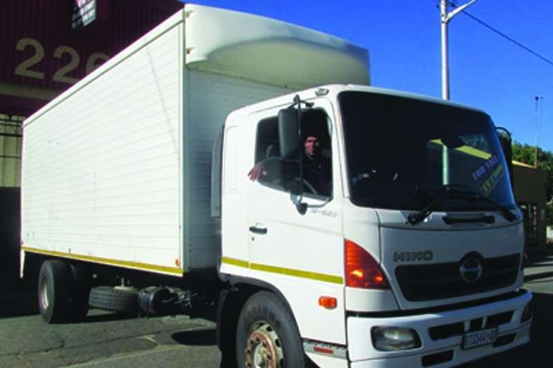 Truck Hino Van body 15-258 500 series 8 Ton Payloader 2004