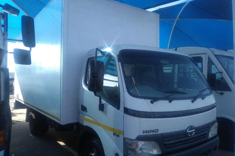 Truck Hino Van body 2010 Hino 814 Volume Van 0