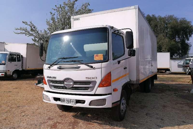 Hino Volume body 500 10 176 Truck