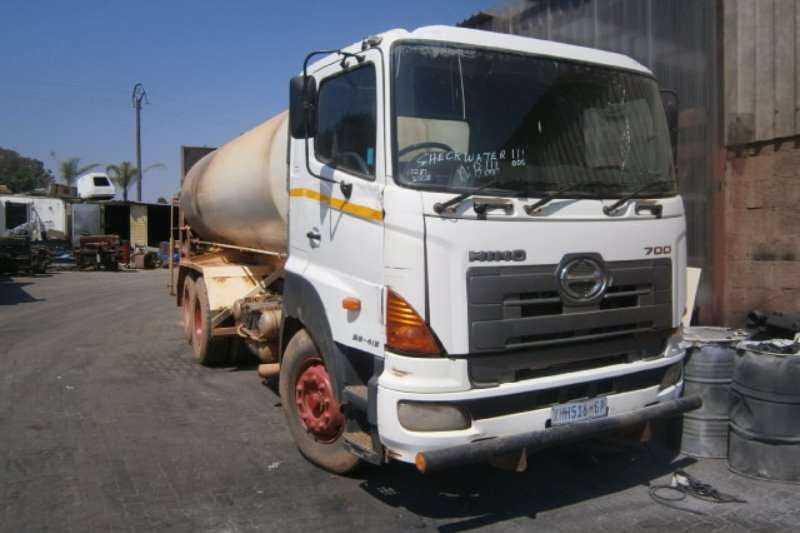 Truck Hino Water Tanker 28-415 2008