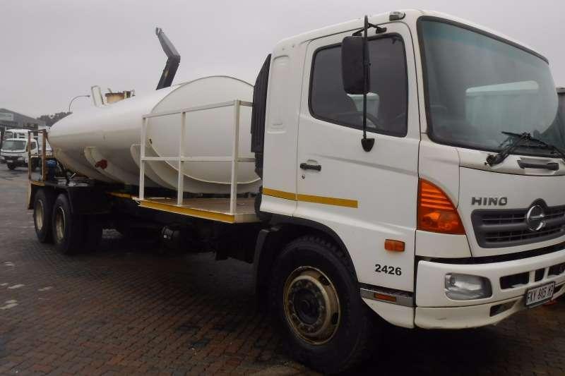 Truck Hino Water Tanker HINO 1626 8000 LITRE WATERTANK 6 X 2 2011