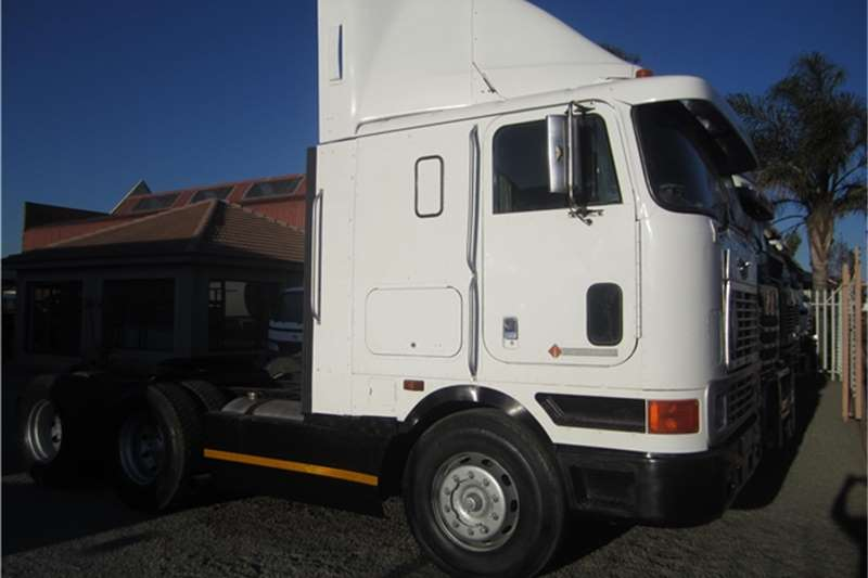 International 9800 Truck