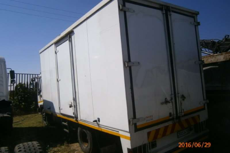 Isuzu Closed body FRR 500 Truck