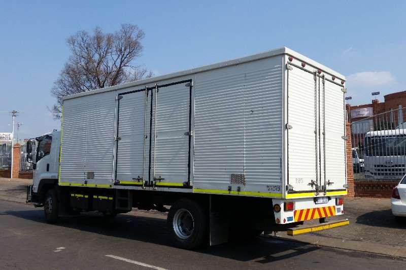 Isuzu Closed body FTR800 Truck