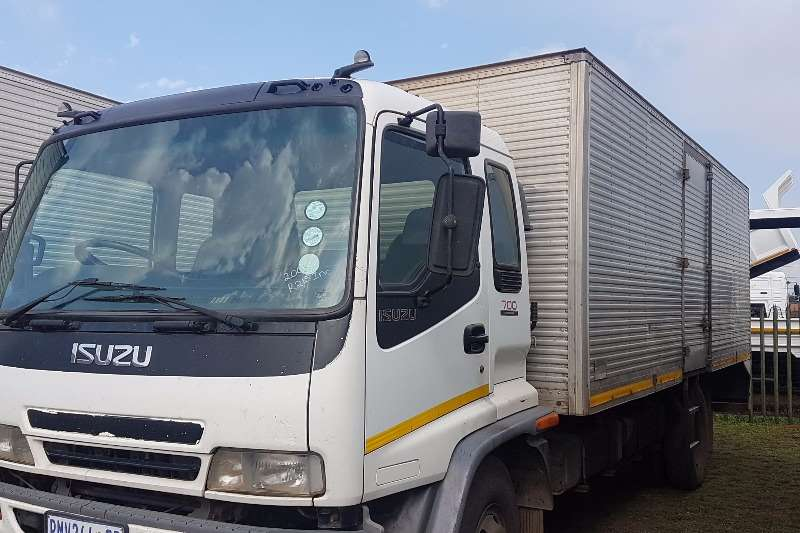 Truck Isuzu Closed Body Isuzu FSR 700 2004