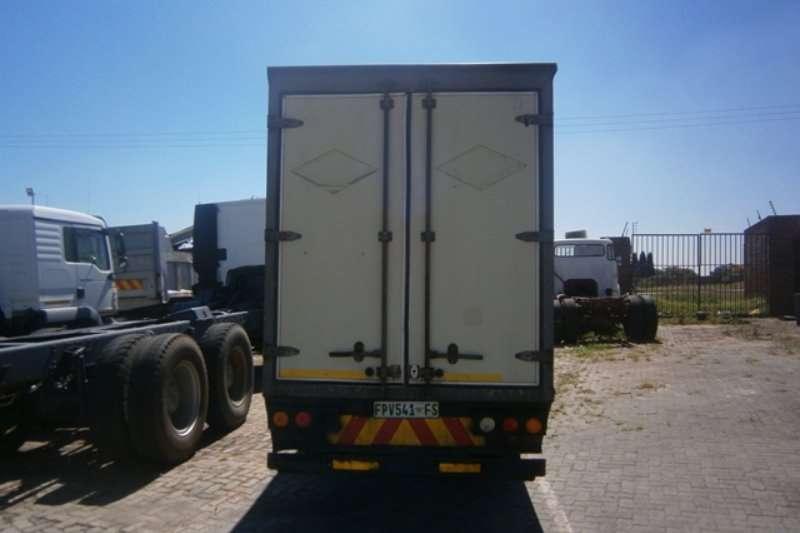 Isuzu Closed body NMR 250 Truck