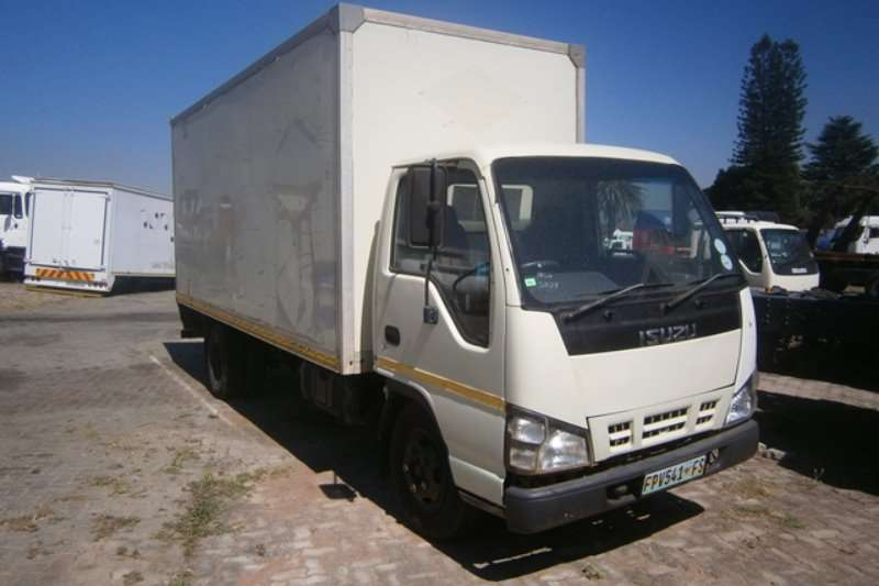 Truck Isuzu Closed Body NMR 250 2007