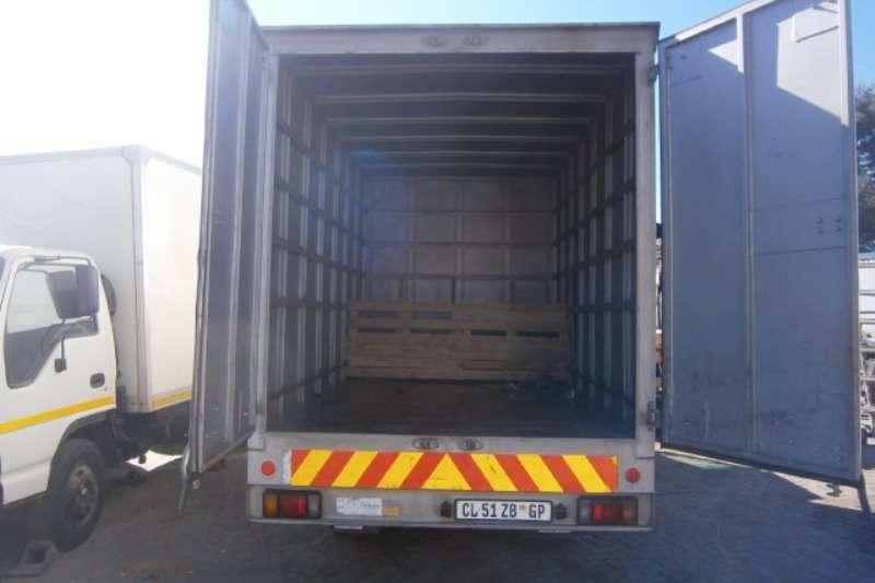 Isuzu Closed body NMR250 Truck