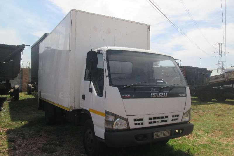 Isuzu Closed body NPR 400 Truck